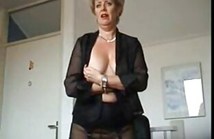 A Hermine sexy masturba-se com um sexo rapido hd brinquedo a sua fenda peluda